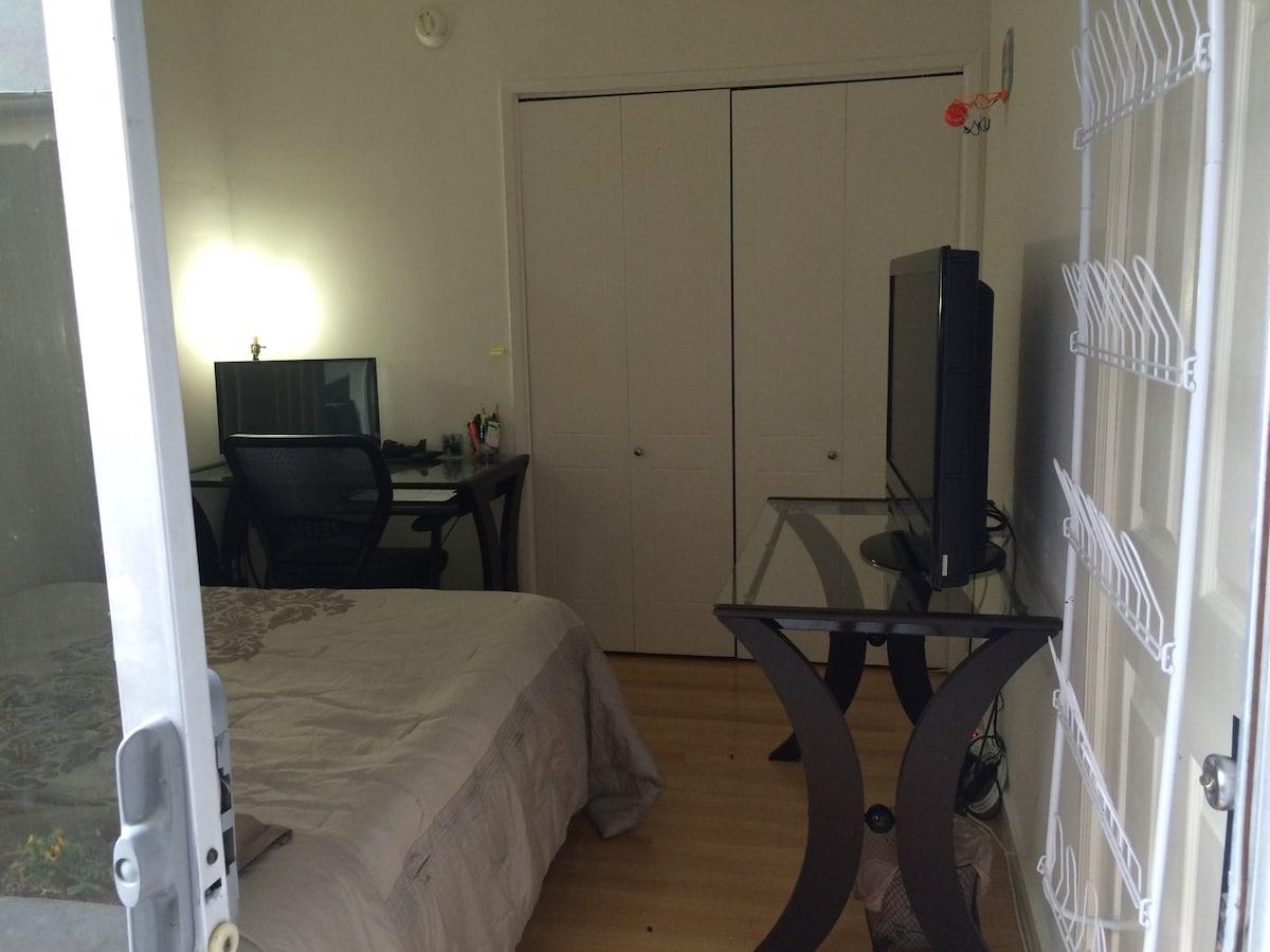 1 bedroom with outdoor area