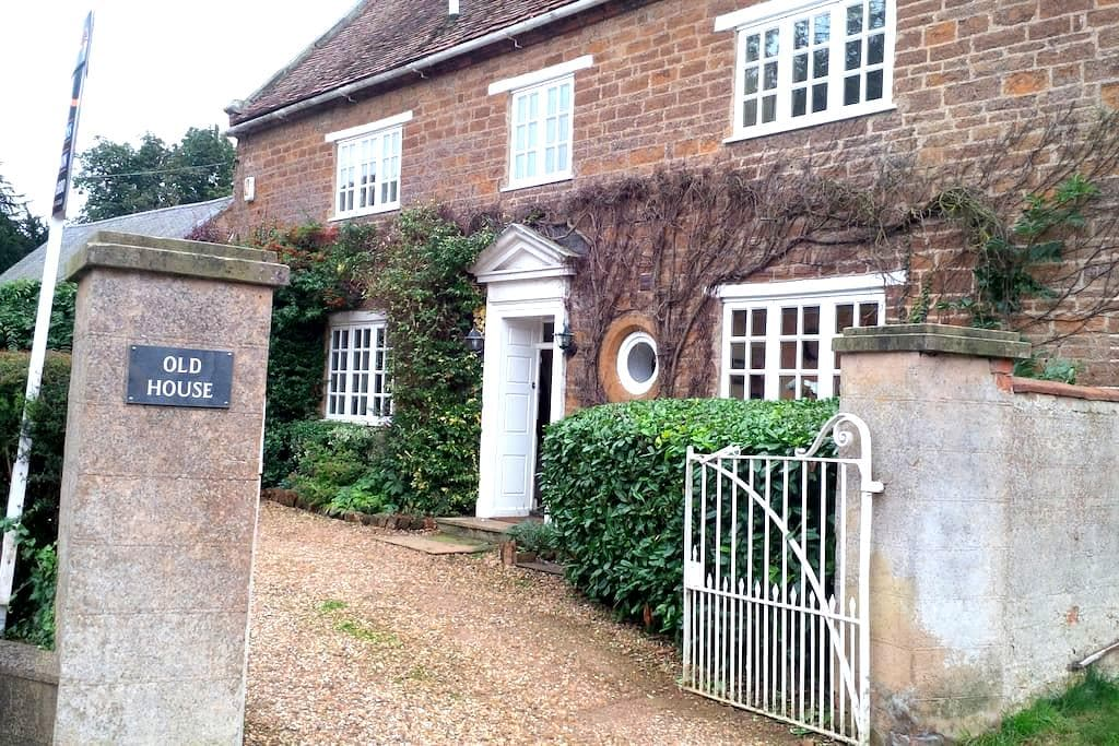 Double room in country house - Staverton