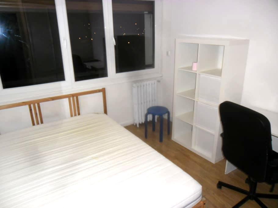 Nice room close to Paris, in front of park & river - Maisons-Alfort - Apartament