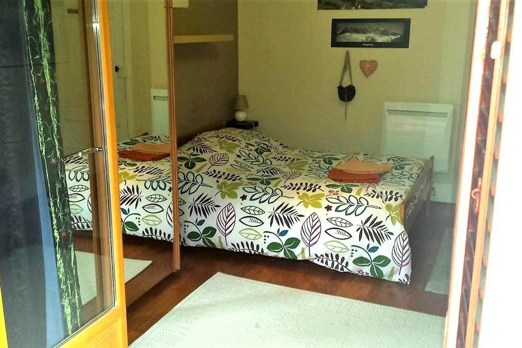 Nice Bedroom with balcony - Bourg-Saint-Maurice - Bed & Breakfast