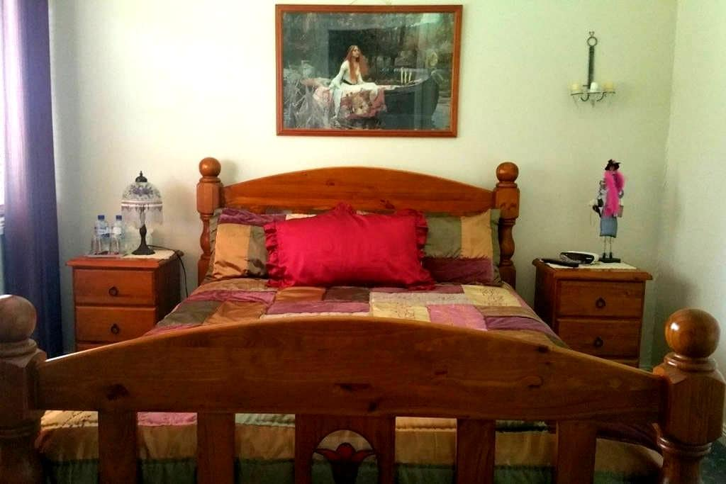 Queen size bed - Allora