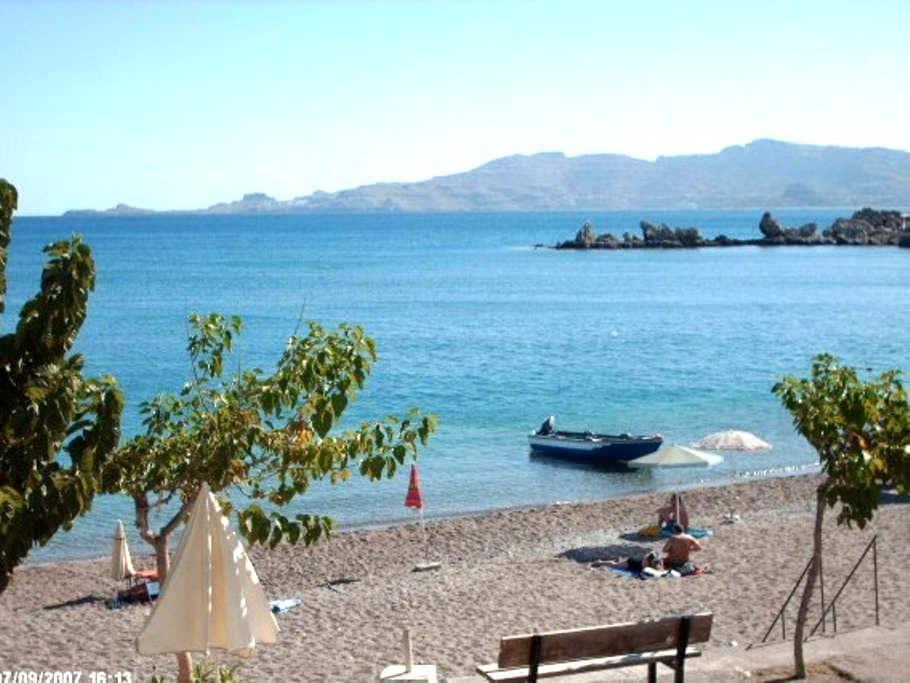 Charming apartment ON the beach! - Rodos - Huoneisto