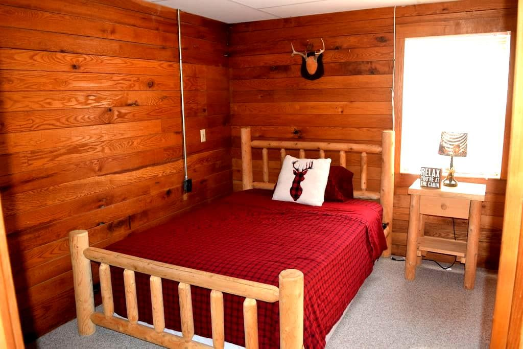 Private 1 bedroom guest house (Cozy Cabin) - Whitmore Lake