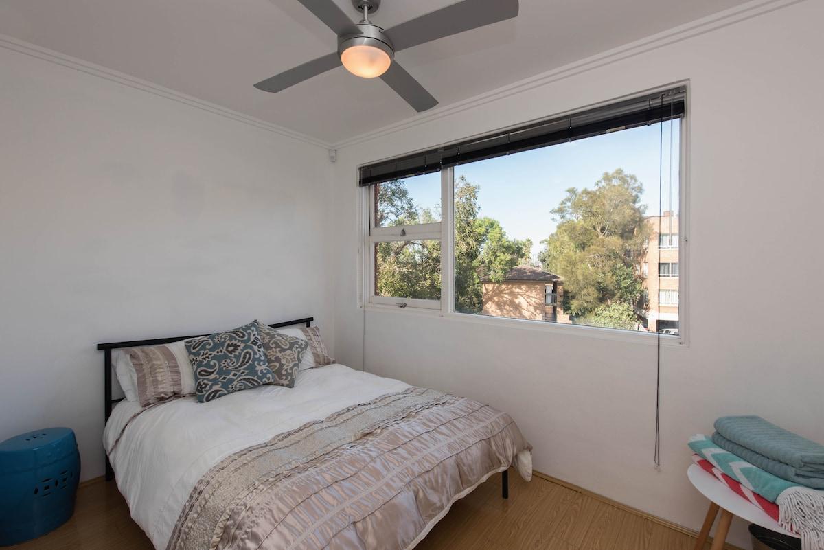 Sunny Room at Bondi Beach