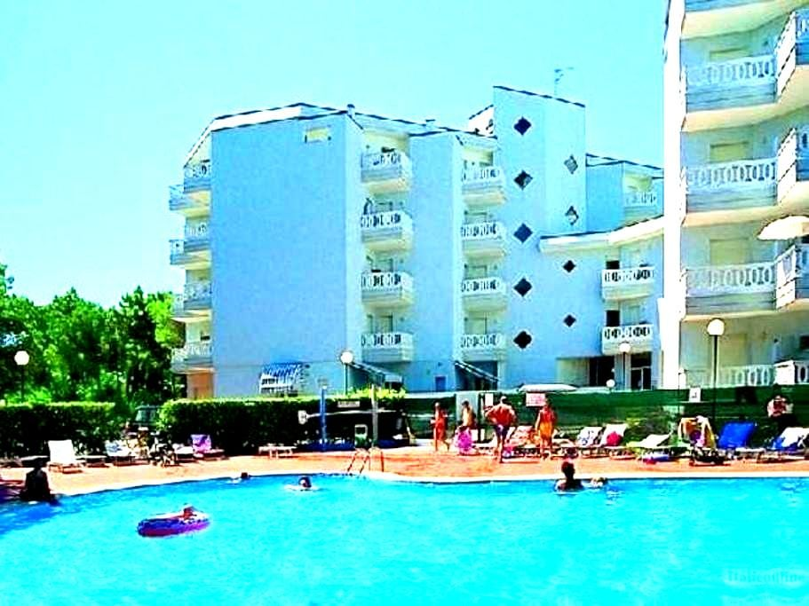 Sunny apartment with swimming pool - Lignano Sabbiadoro