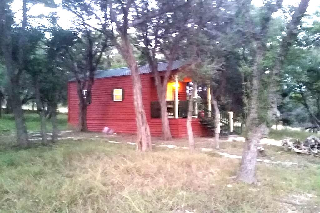 Charming cabin in the woods - Boerne - Cabaña
