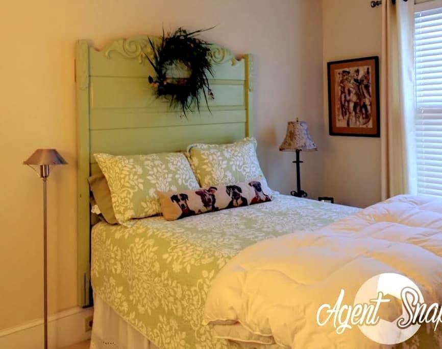 Second Floor Double Bedrooms - Georgetown - Bed & Breakfast