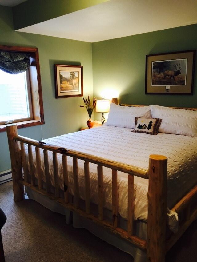 Two Bears Inn B&B - Elk Room