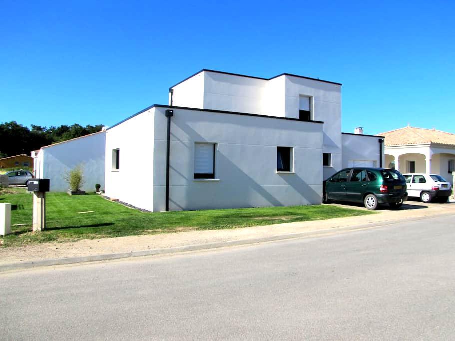 maison contemporaine - Saint-Vincent-sur-Jard - Rumah