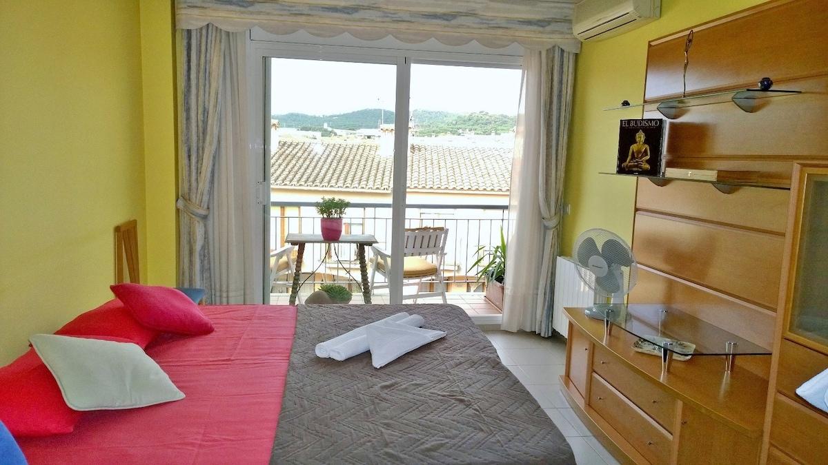 NEW! Big guestroom + balcony