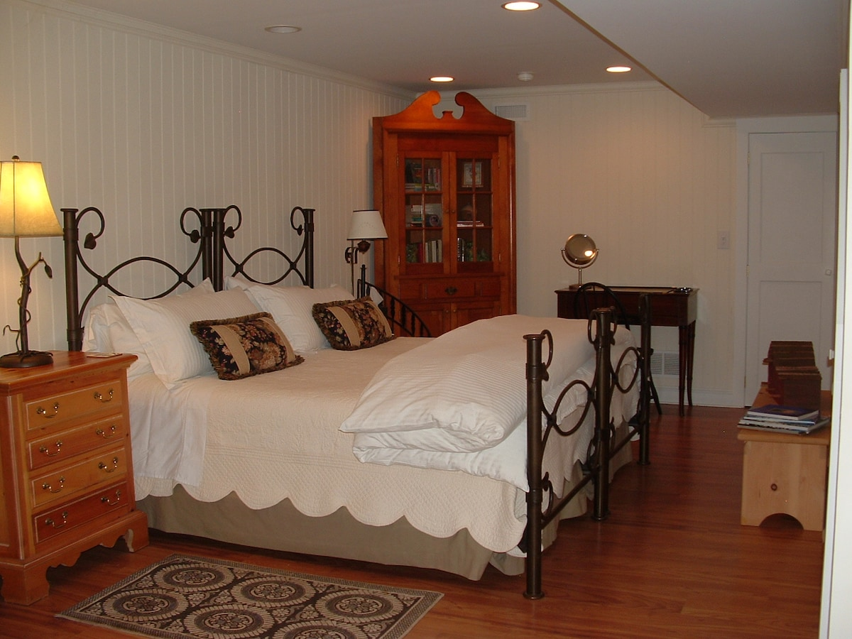 Your choice of two twin beds or a king bed.