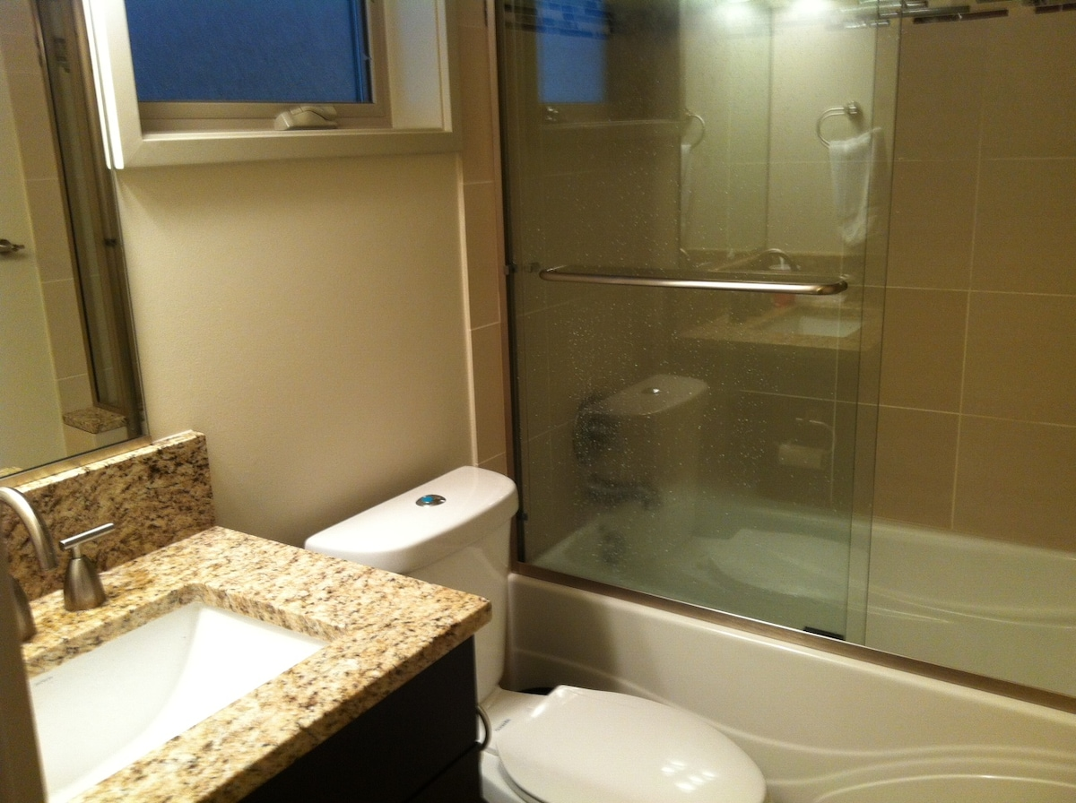 Private suite for one in townhouse