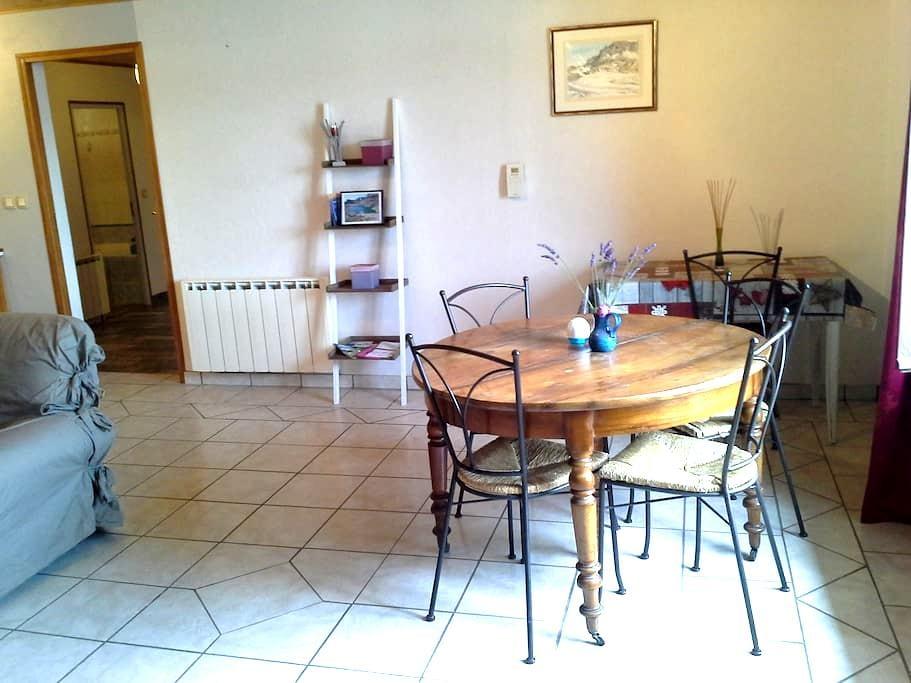 Appartement terrasse 80m² coeur de vallée - Chabottes - Byt