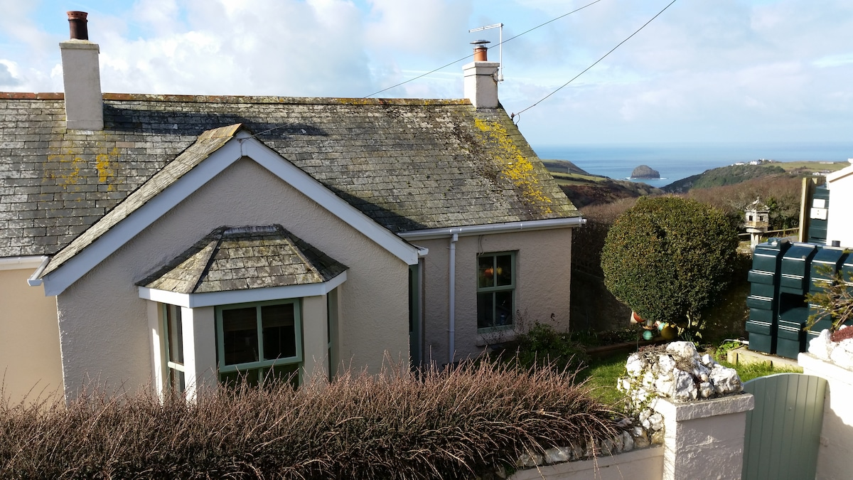 3 Bed Cottage - Amazing Sea Views!