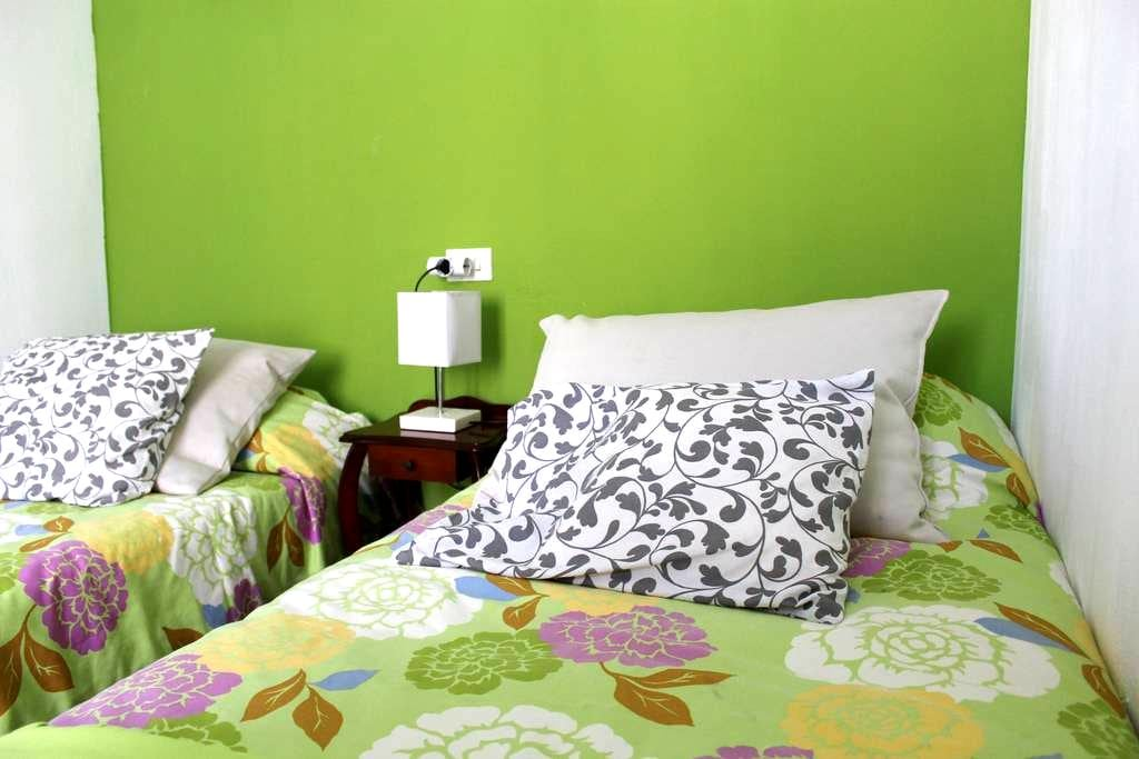 Quiet, nice and very clean room. - Palma de Mallorca - Haus