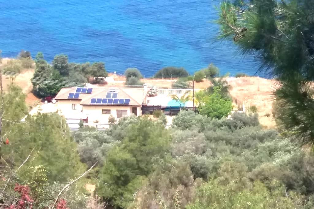 Villa Morfo - Pomos - Casa