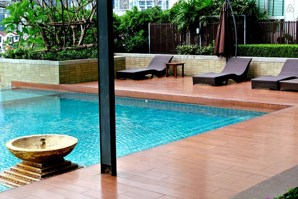 Luxury Apt near MRT Pool Gym WIFI