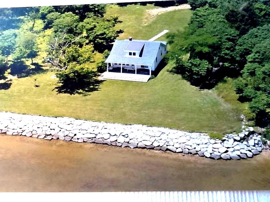 WATERFRONT Private Home 3br/1ba - Newburg - Huis