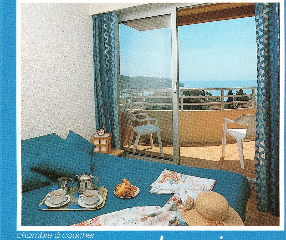 Beau studio avec balcon vue mer