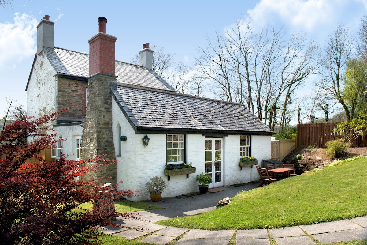 Peaceful, secluded, picturesque surroundings, private enclosed garden, great views, free off road parking.