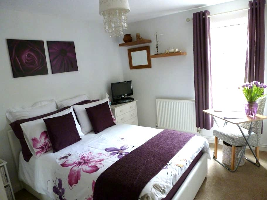 Bright, Cosy, Comfortable, Fully Accessible Double - Bristol - Bungalow