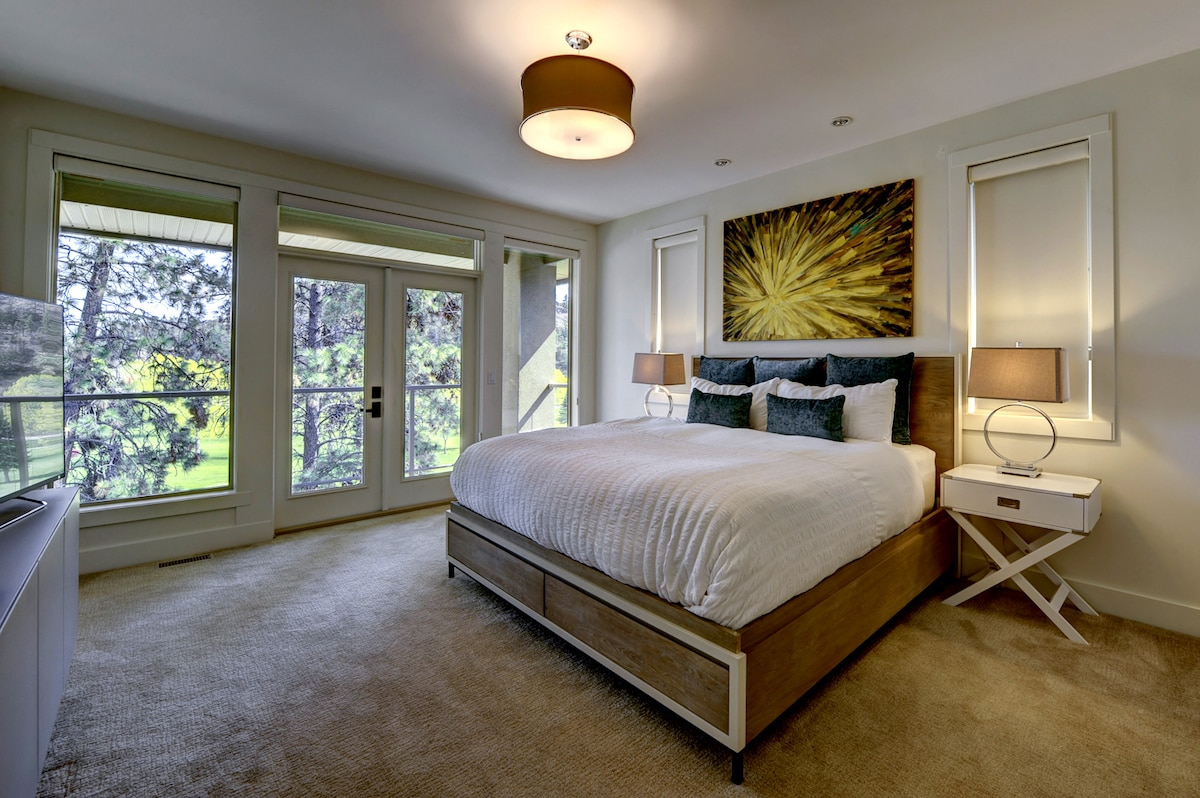 Exquisite master room at luxury B&B