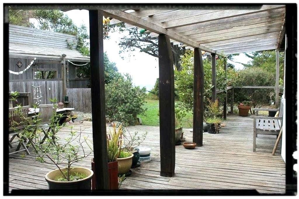 Swallowtail ~ Oceanside Shack - Falmouth - Hytte
