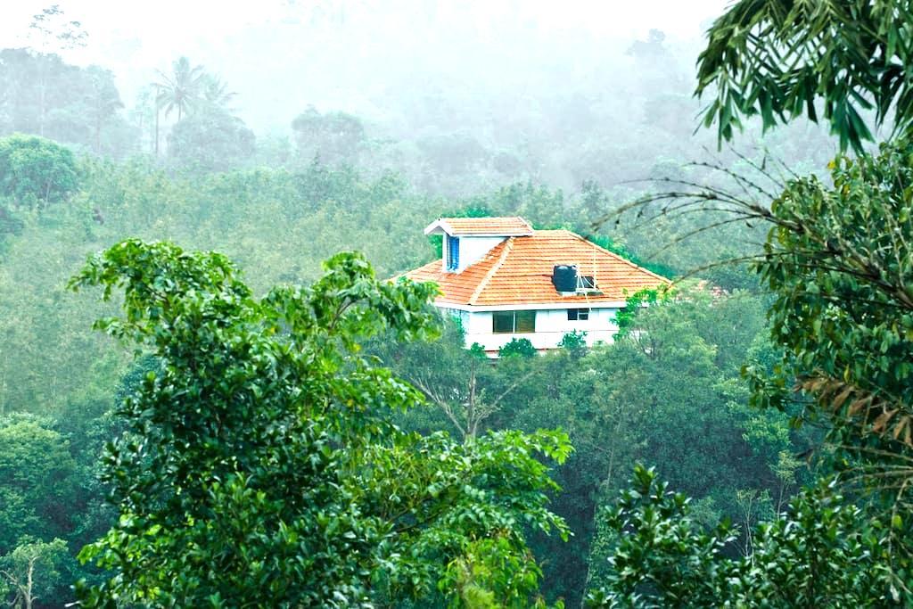 Cloud Alley Homestay - An Exclusive Getaway - Sakleshpur