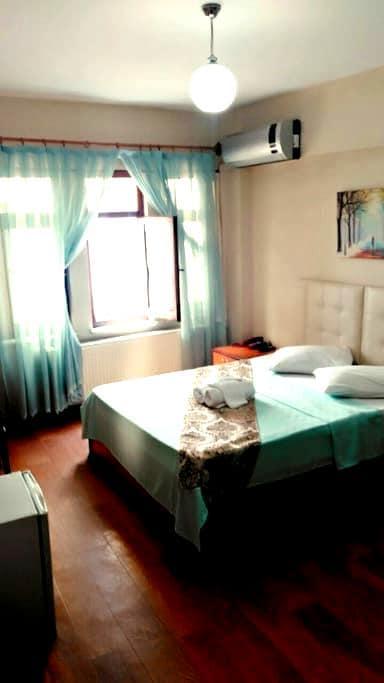3 kişilik odamız klimali - amasra - Penzion (B&B)