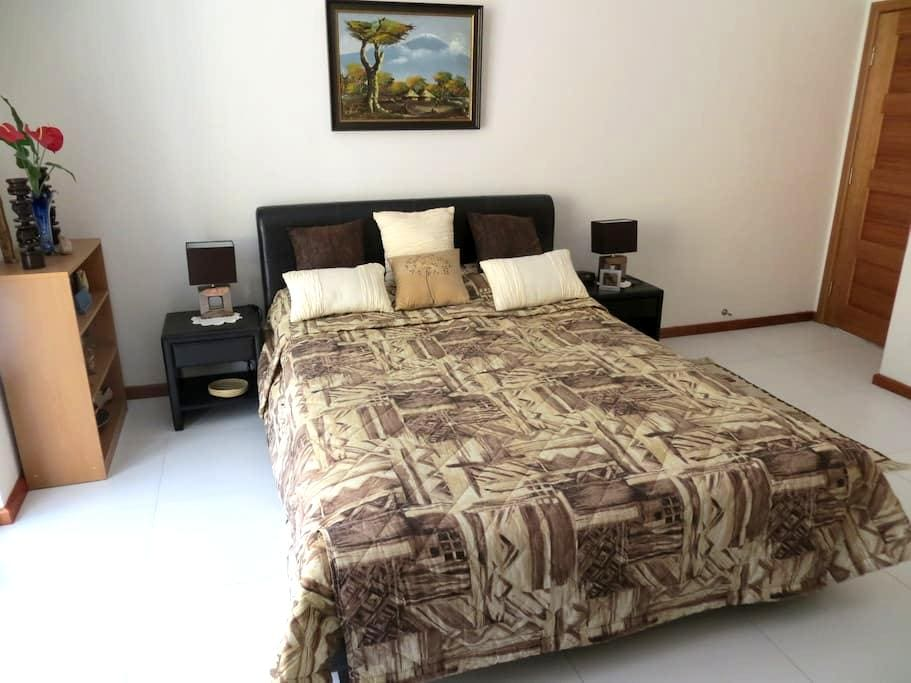 good sized room, private entry - Glen Esk