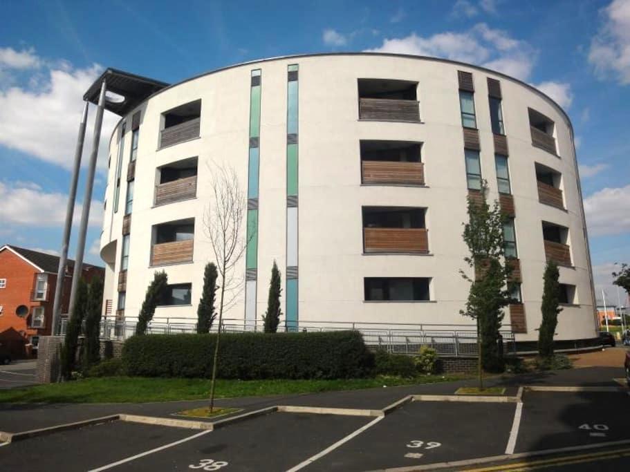 Renovated 2 Bedroom Apt, Great Location, Parking - Manchester - Departamento