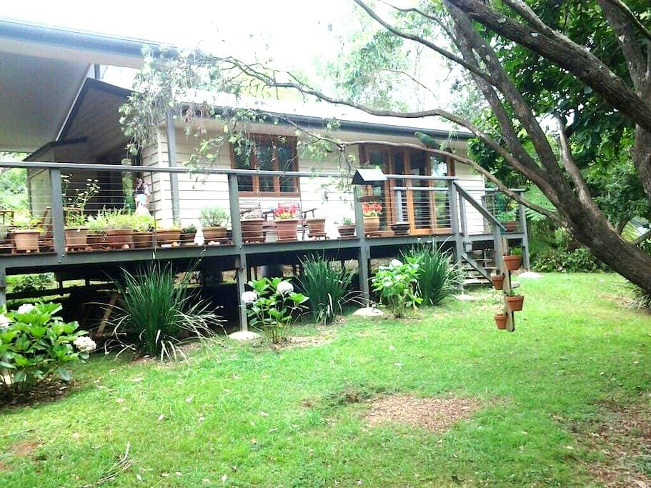 Peaceful Cottage with Luxurious Spa - North Tamborine - Oda + Kahvaltı