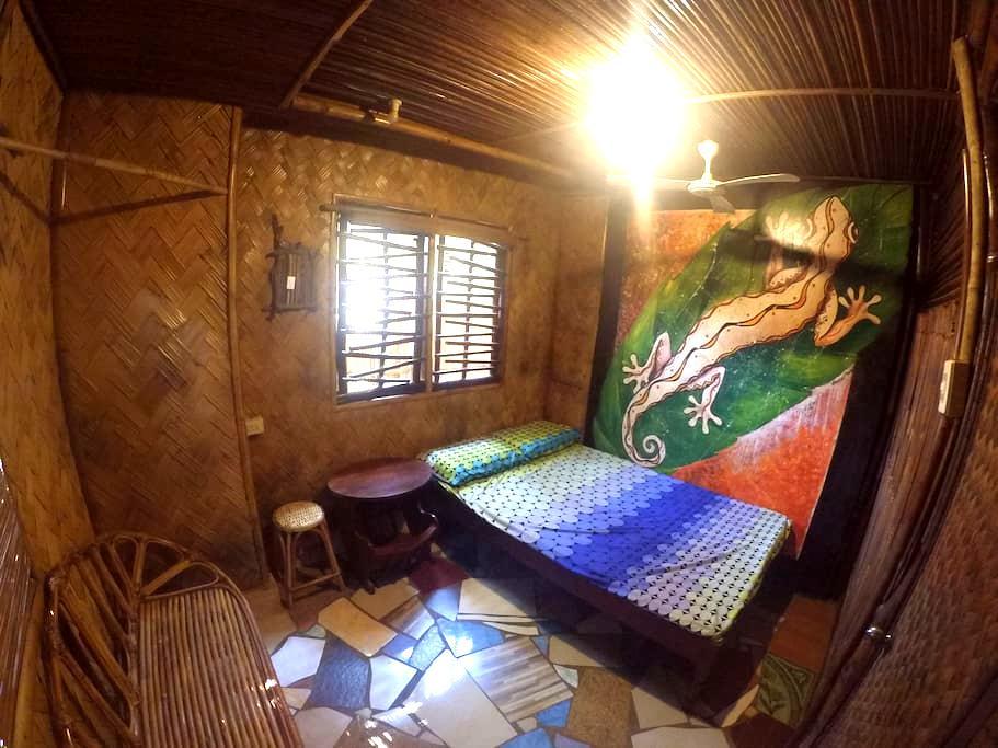Amazing Gecko Bamboo Room - Puerto Princesa - House