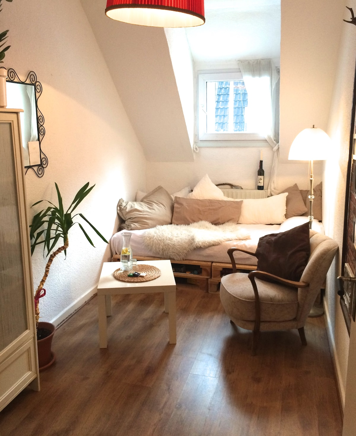 Nice room in a cozy flat :)