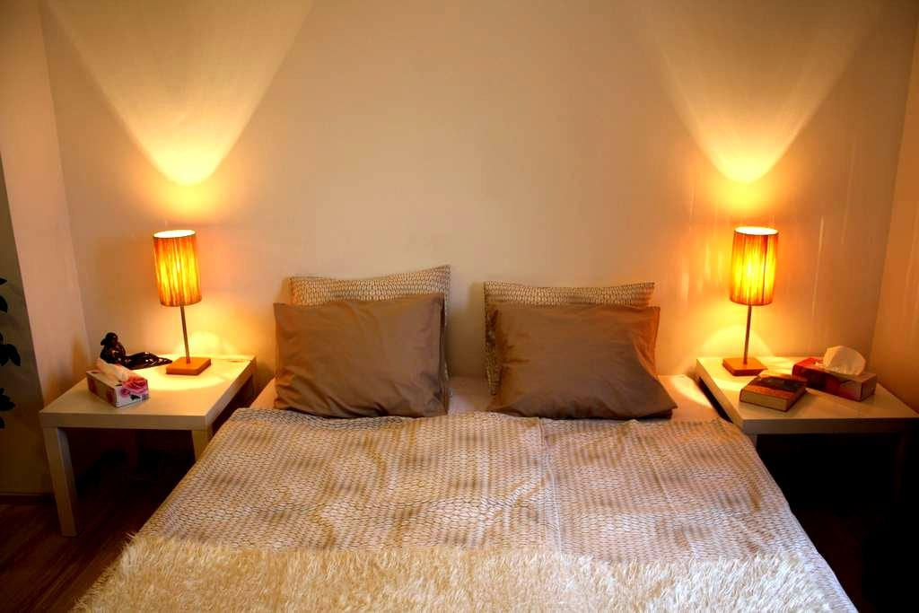 New cozy room in family house - Praag - Huis