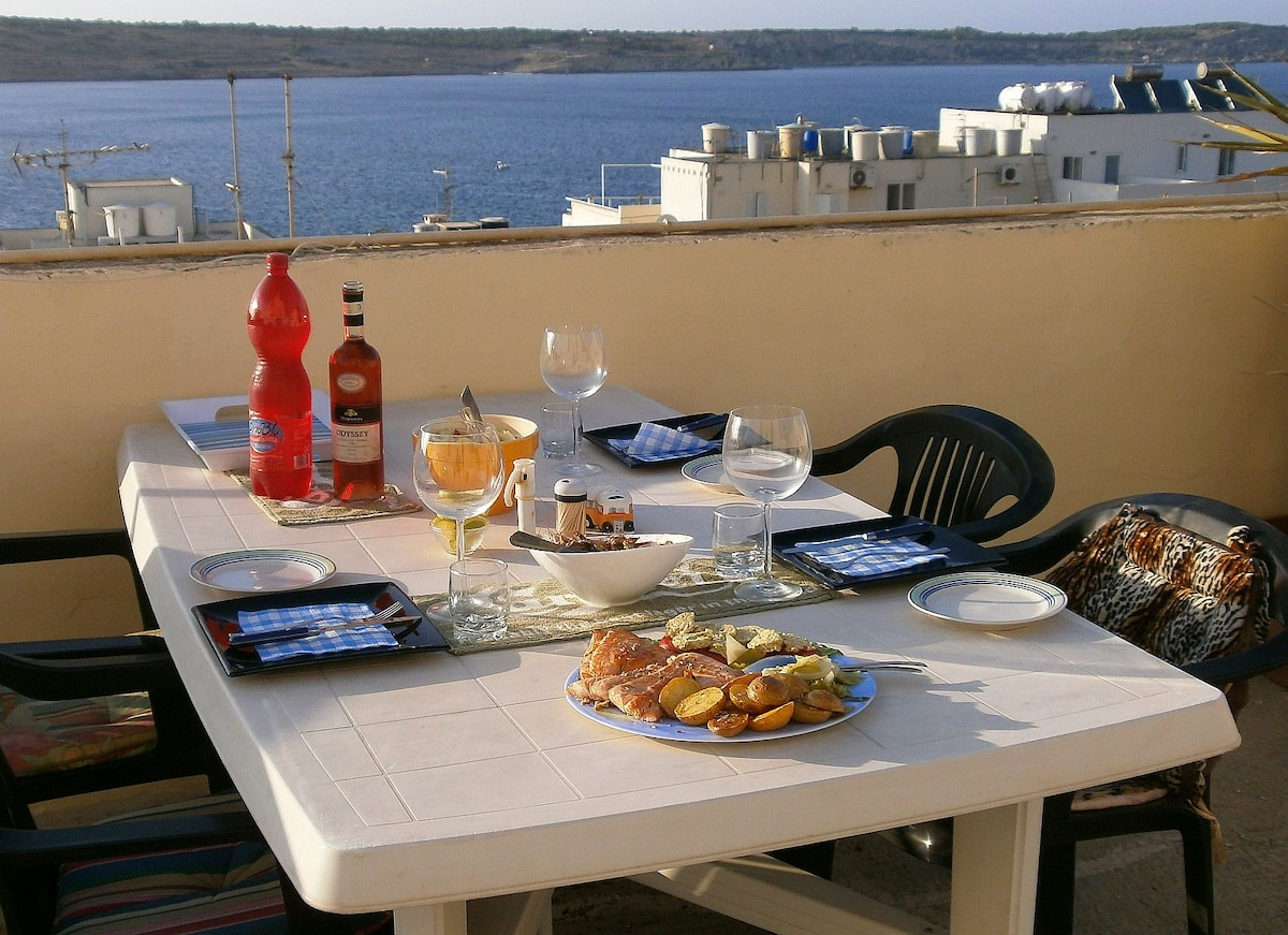 Double bed 100 meters from the sea