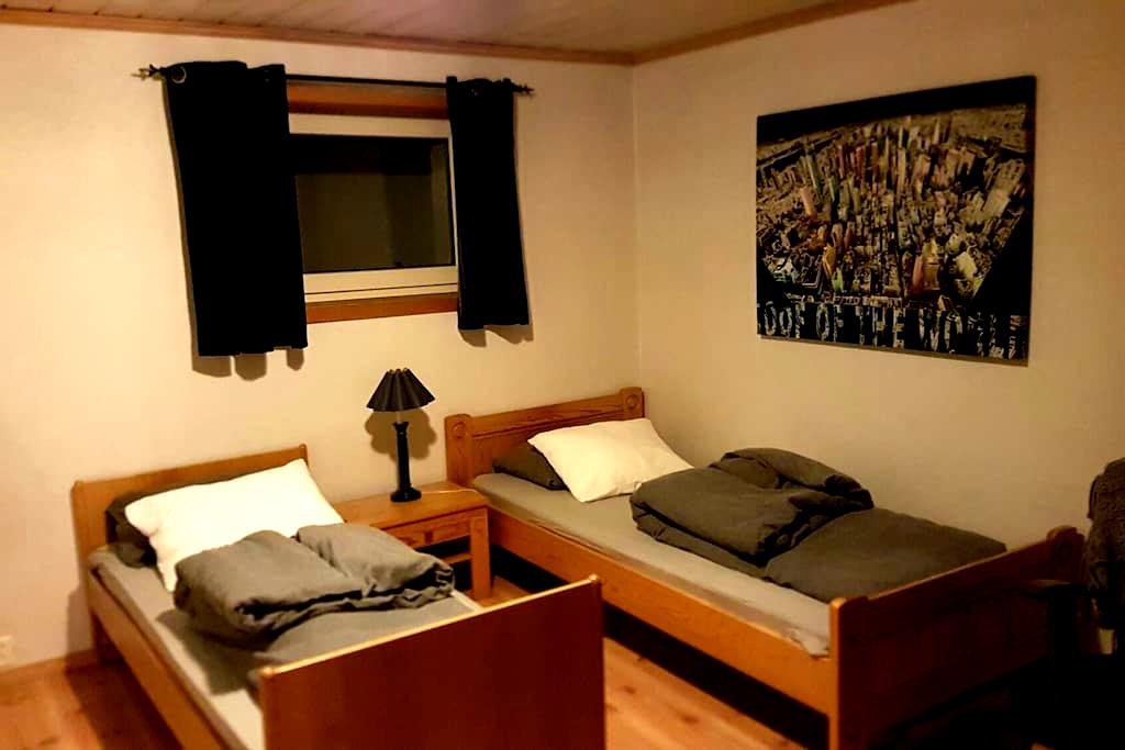 Room 2 bed, parking and wifi. Own entrence. - Lillestrøm - Dom