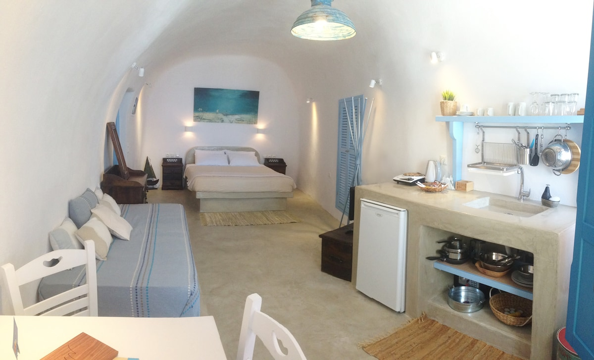 Studio 1 -spacious studio with one double and one single bed