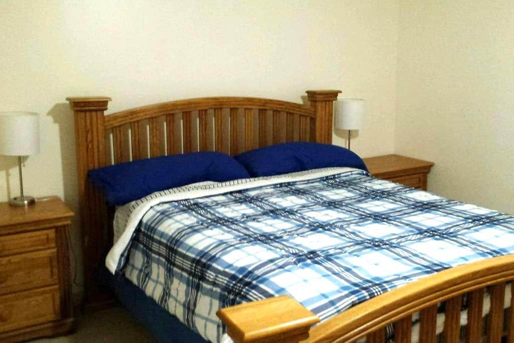 Super Comfy Queen Bed, 420 Porch, Kitchn Lndry. b5 - Denver - Talo