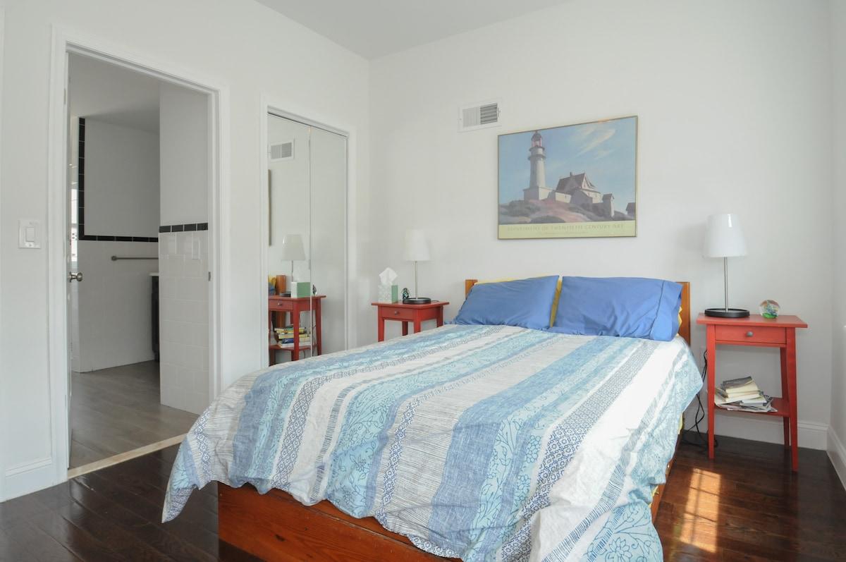Italian Market-Private bedroom/bath