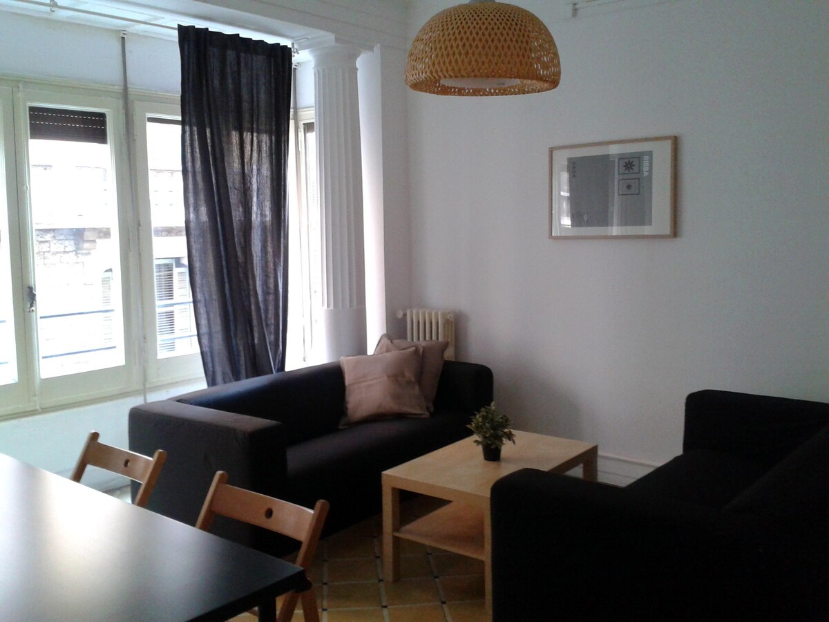ROOM IN CENTRALLY LOCATED FLAT