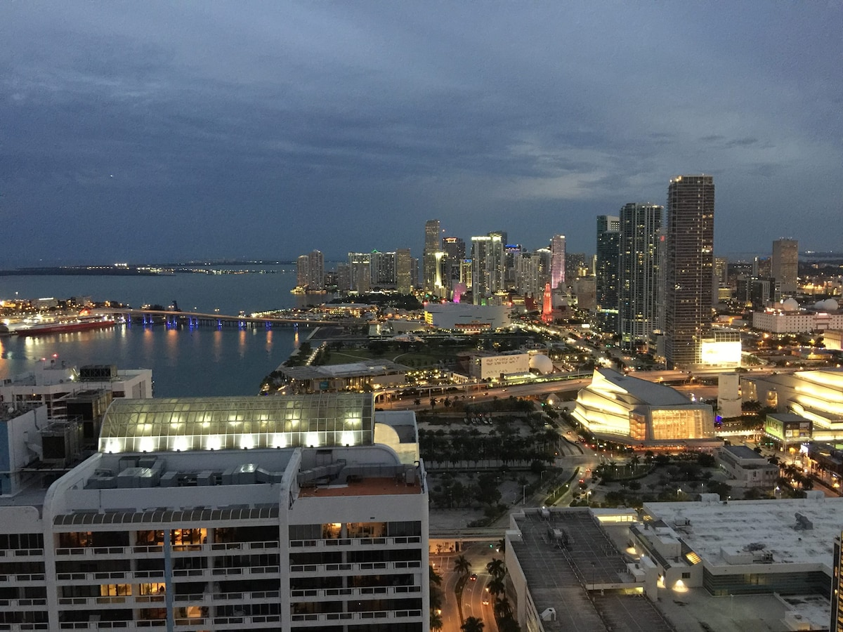 PENTHOUSE VIEW DOWNTOWN MIAMI!