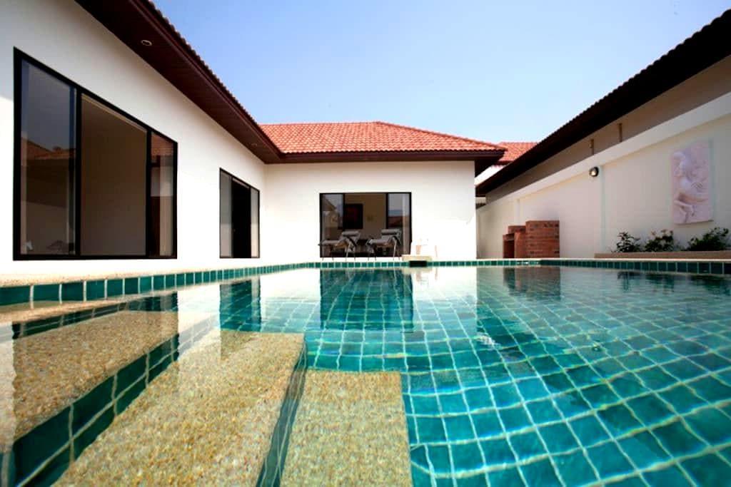 sleeps 6, villa pool and Beach - Pattaya - House