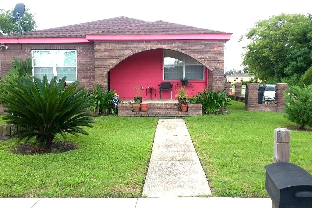 2 bedrooms/Private Bath/10 min from French uarter - New Orleans - Ev