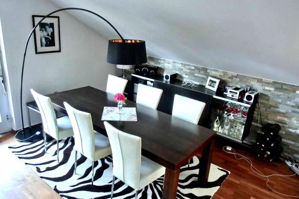 Cosy Attic Apartment in Salzburg with Balcony - Salzburg - Apartemen