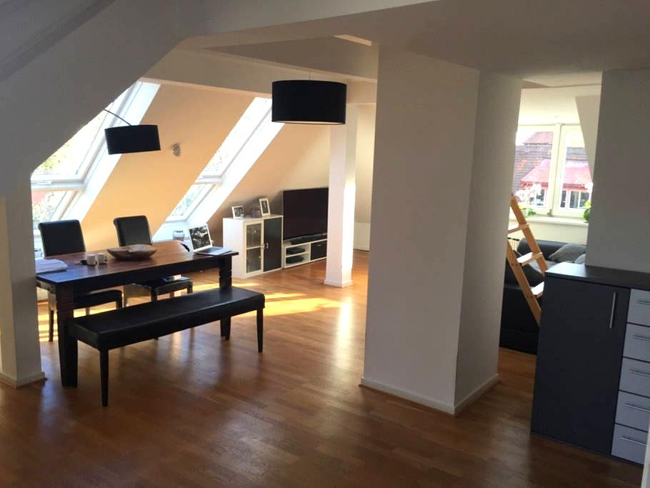 Beautiful and open top floor apartment at Moosach - Munich - Apartmen