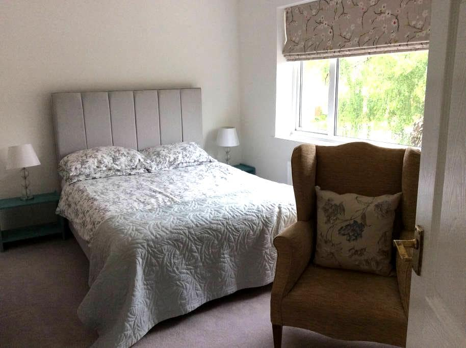 Quiet location with parking, 10 mins walk to town - Royal Leamington Spa - Bed & Breakfast