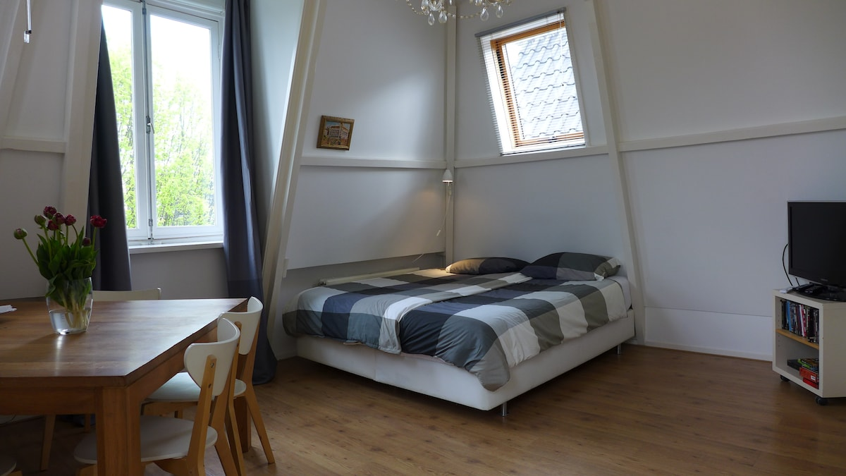 light and bright and a comfy bed (2 m by 1.80m)