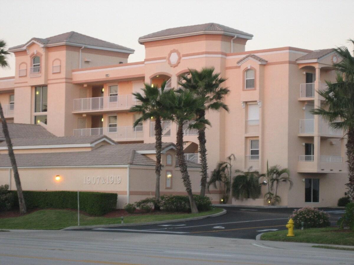 Beautiful Oceanfront Condominium