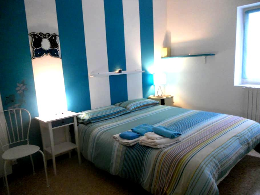 Finalborgo a blue room - Finale Ligure